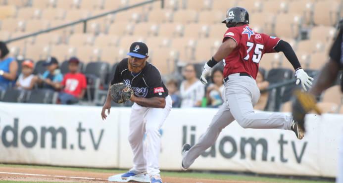 Gigantes derrotan a Los Tigres en Santo Domingo