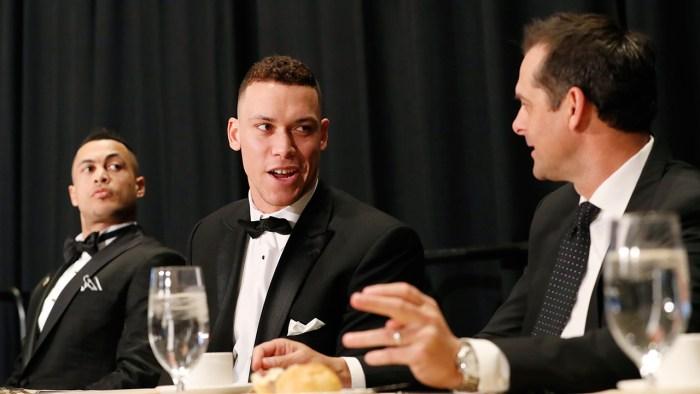 El nuevo manager Aaron Boone pondera cómo configurar la alineación de los Yankees