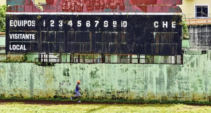 Se cae a pedazos el estadio de La Normal; nadie se conduele del triste presente
