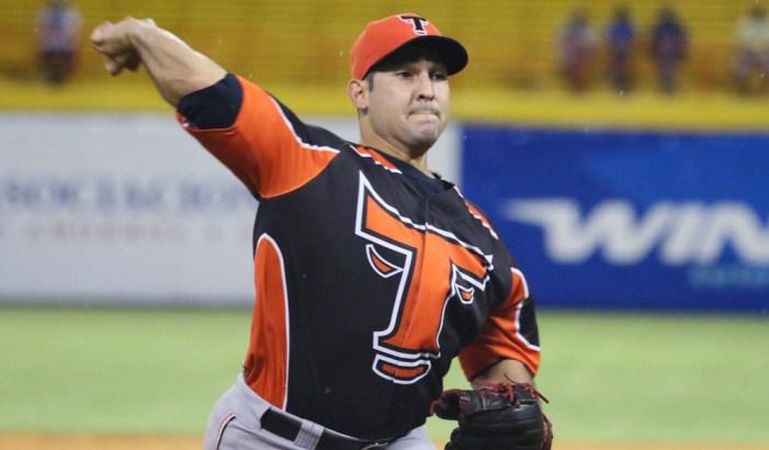 Toros anuncian regreso del lanzador Paolo Espino