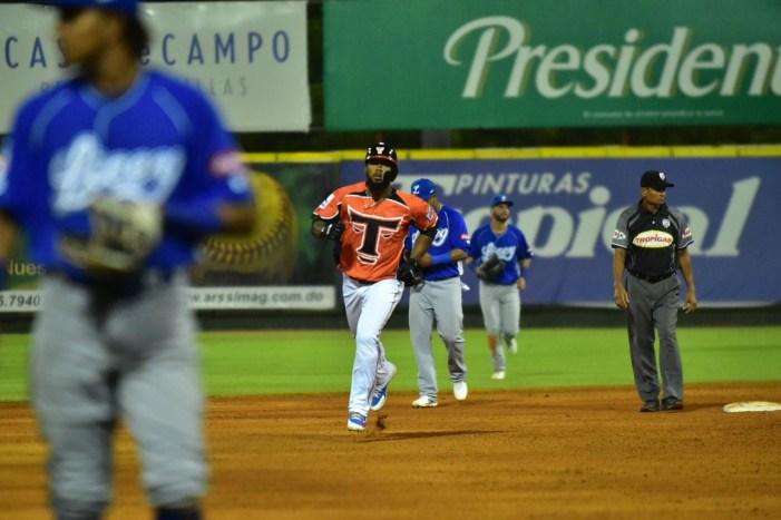 Toros dejan al Licey en el terreno con cuadrangular de Teóscar Hernández
