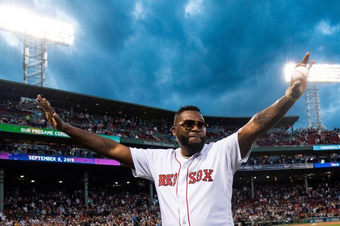 Honor a quien lo merece: David Ortiz hace el primer lanzamiento en Boston