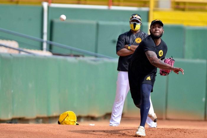 Neftalí Feliz trabaja fuerte su físico, va por un campeonato para las Águilas y regresar a MLB