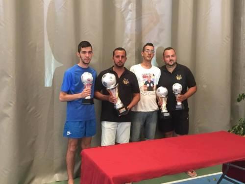 Campeón, Subcampeón y semifinalistas de este Open posando junto a sus trofeos