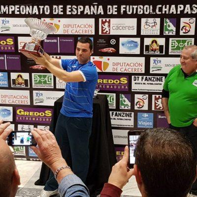 David Ruiz alzando la SuperCopa de España 2016
