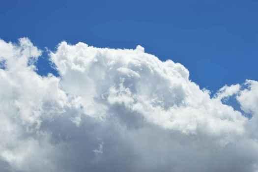 Backup em nuvem com dados enviados diretamente dos servidores e estações de trabalho dos clientes aos nossos ambientes de Data Center.