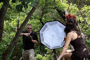 Making of 026 300x200 - Pocahontas-Shooting-- funny making of - status, outdoor, fototips, abseits-des-alltags - outdoor, Making of, funstuff, Fun, Frauen, Ein Tag im Leben eines Fotografens, Draußen, Die Geschichte hinter den Fotos