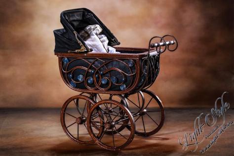 antiker Kinderwagen 12 1024x683 - unser neuestes Schmuckstück ;-) - newborn, kinder, babyfotos, babybauch - Schwangerschaft, Newborns, Kinderporträts, Babyfotos