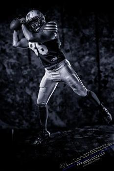 SP18F0104 100sw - American Football  - Sportlerporträts - sportlerfotos, portraets, besondere-portraets, allgemein, abseits-des-alltags - Sportlerfotos, Porträts, Männer