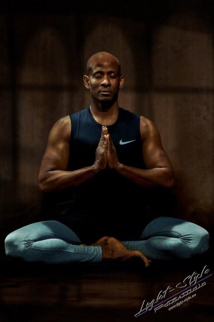 Sportlerfotos Yoga 4 - Nur Dein Geist ist Dein Limit - sportlerfotos, portraets, maenner, besondere-portraets - Sportlerfotos, Männerporträts, Männer, Boxen