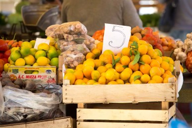 This was the typical price of mandarin oranges at the markets in Croatia: 5 Kuna ($0.50 USD) for 1kg (2.2lbs).