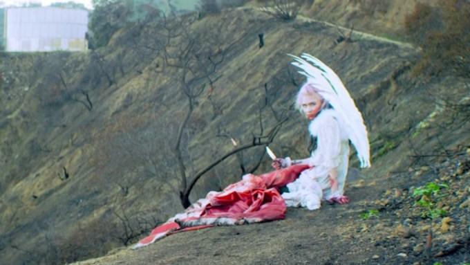 """גריימס. צילום מתוך הקליפ """"Flesh Without Blood"""""""