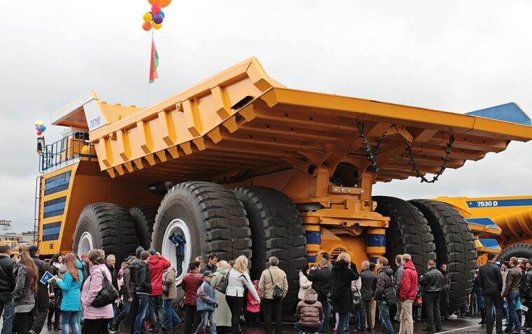 Watch the Largest Truck in the World BELAZ 75710 (Video)