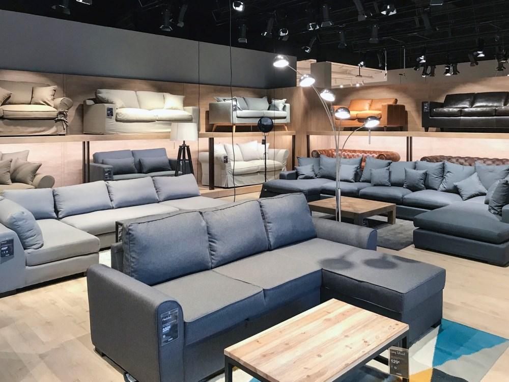 mise en lumière magasin de meubles scène