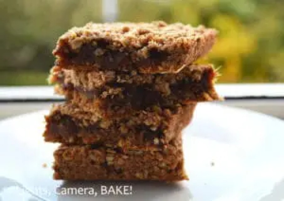 Vanilla, Cinnamon, Date #Bars . A naturally sweet treat for dessert or anytime! Click the link for the #recipe