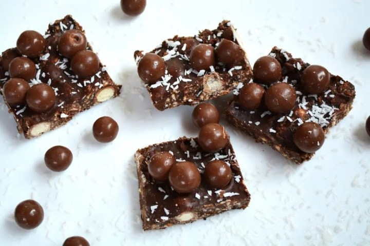 Coconut, Malteser Fudge. This is a rich, no bake, chocolate coconut fudge with crisp Maltesers throughout. Click the photo for the #recipe . #malteserfudge