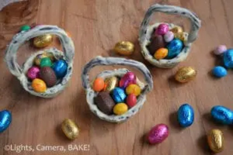 Rustic Chocolate Cookie Easter Baskets. A fun day of baking and decorating for the whole family. Click the photo for the #recipe #cookies #easter