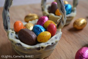 Rustic Chocolate Cookie Easter Baskets. A fun day of baking and decorating for the whole family. Click the photo for the #recipe #baking #easter