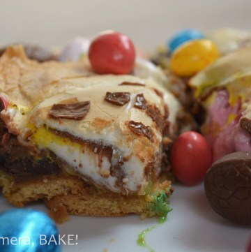 Stuck for what to make at Easter? Try these Messy #Easter #S'mores Bars. Click the photo for the #recipe