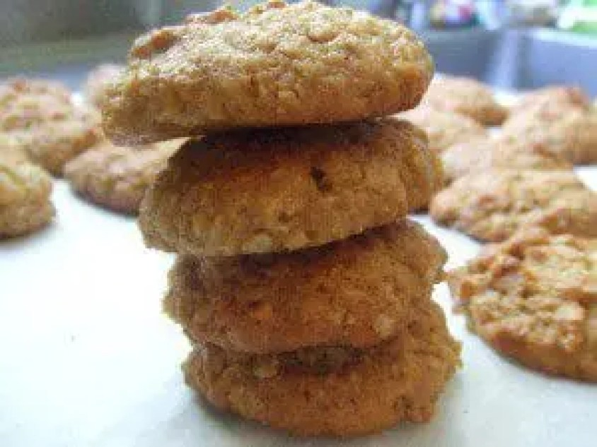 #ANZAC Biscuits. Sweetly soft but chewy oat biscuits. A traditional favourite in Australia and New Zealand. Click the photo for the #recipe