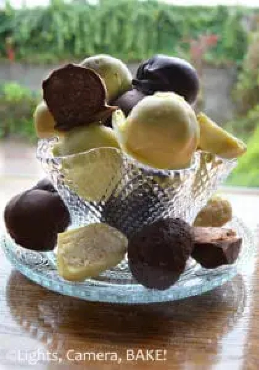 Tim Tam Truffles. Super easy, three ingredient, no bake truffles that are decadent, seet and delicious. Learn the #recipe for these three flavours on my blog! #timtamtruffles