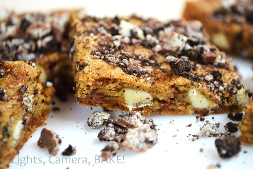 These Cookies and Cream Blondies are ooey gooey, rich blondies filled with cookies and cream chocolate, chocolate chips, crushed oreos and topped with more oreos and chocolate!! So over the top and delicious. Click the photo for the #recipe . #cookiesandcreamblondies #baking