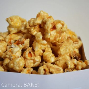Salted Caramel Popcorn. Poopcorn smothered in homemade salted caramel sauce. Click the photo for the #recipe . #saltedcaramel #popcorn