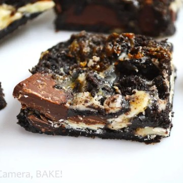 Sticky Triple Chocolate Oreo Bars! These are sticky sweet, ooey gooey, filled with melty chocolate and crushed Oreos! These are a must try!! #gooeyoreobars #triplechocolateoreobars #oreorecipe