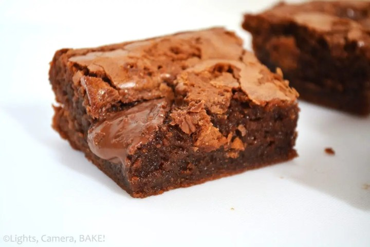 Nutella Brownies are fudgy, melt-in-the-mouth, sweet, light and fluffy brownies packed full of Nutella flavour and bursting with ooey gooey Nutella pockets! #nutellabrownies #fudgynutellabrownies #milkchocolatebrownies