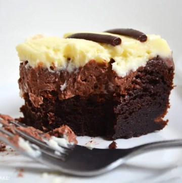 This Triple Chocolate Mousse Cake is a flourless chocolate cake with layers chocolate and white chocolate mousse. The great thing about this cake is that it is automatically gluten free and wheat free!