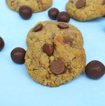 Malteser Cookies are soft and chewy, malted, chocolate chip cookies with crushed Maltesers throughout. #maltesercookies #maltesersrecipe #maltedchocolatechipcookies #chocolatechipcookies #maltcookies #maltrecipe #maltedchocolate