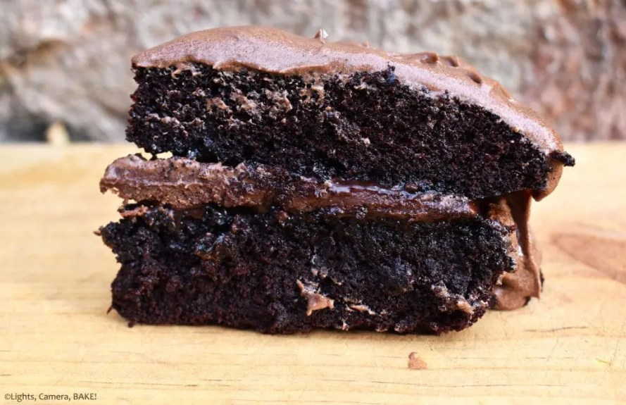 Chocolate Fudge Cake is a rich and velvety chocolate cake with a chocolate fudge filling and a sweet and buttery chocolate buttercream. #chocolatefudgecake #fudgecake #chocolatefudge #chocolatecake