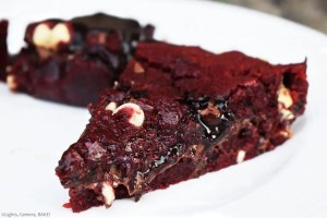 Nutella Stuffed Red Velvet Cookie Pie which is an ooey gooey, chewy red velvet cookie with a thick and runny layer of oozing Nutella. #nutella #redvelvet #redvelvetcookies #redvelvetcookiepie #nutellacookies #nutellacookiepie #nutellaredvelvetcookies #nutellaredvelvetcookiepie