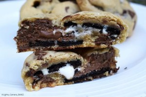 S'moreo Cookies are chewy chocolate chip cookies stuffed with Oreo s'mores for a surprise Oreo, marshmallow and chocolate gooey center. #smoreos #oreostuffedcookies #smoreocookies #oreosmores #smorescookies #smores #chocolatechipcookies