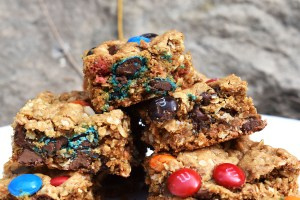 Monster Cookie Bars are a twist on the classic chewy peanut butter, oat and M&M cookies. They're turned into bars to make them even denser! #monstercookies #monstercookiebars #glutenfreemonstercookies #glutenfreecookiebars #cookiebars
