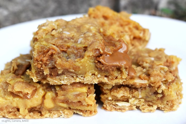 Cookie Butter Oatmeal Bars are chewy oat bars filled with a rich and gooey caramel and pockets of cookie butter! These are sweet and delightful packed full of caramel and spices. #biscoff #biscoffcookiebars #caramelslice #oatmealbars #cookiebutteroatmealbars
