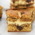 Caramel Cheesecake Cookie Bars are chewy and soft chocolate chip cookie bars filled with a simple caramel cheesecake filling. These are sweet, soft and creamy. #caramelcheesecake #cheesecakecookiebars #caramelcookies #caramelcookiebars