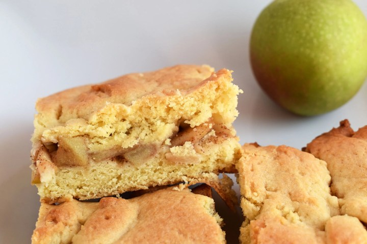 Apple shortcake slice and apple on a plate.