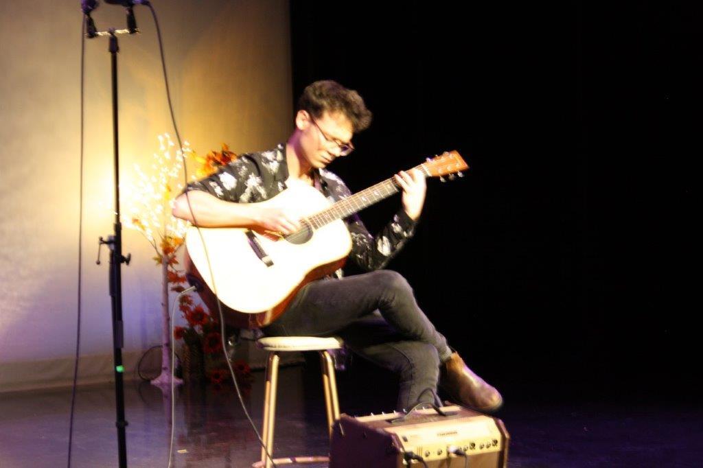 Variety show 2019 guitarist