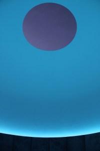 OutsideInsight, intérieur du Skyspace à l'exposition See Colour de Järna, Suède © James Turrell - Photo : Florian Holzherr