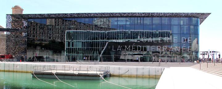 MuCEM, façade latérale avec le reflet de la Villa Méditerranée, Marseille, France - Architecte : Rudy Ricciotti - Photo : Vincent Laganier