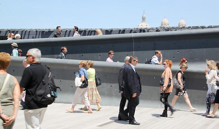 Rampe sur la terrasse du MuCEM, Marseille - Architecte : Rudy Ricciotti - Photo : Vincent Laganier