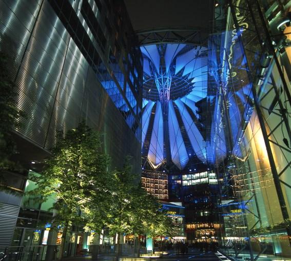 « In Out » – Yann Kersalé, AIK – Sony Center, Berlin, Allemagne (2001)