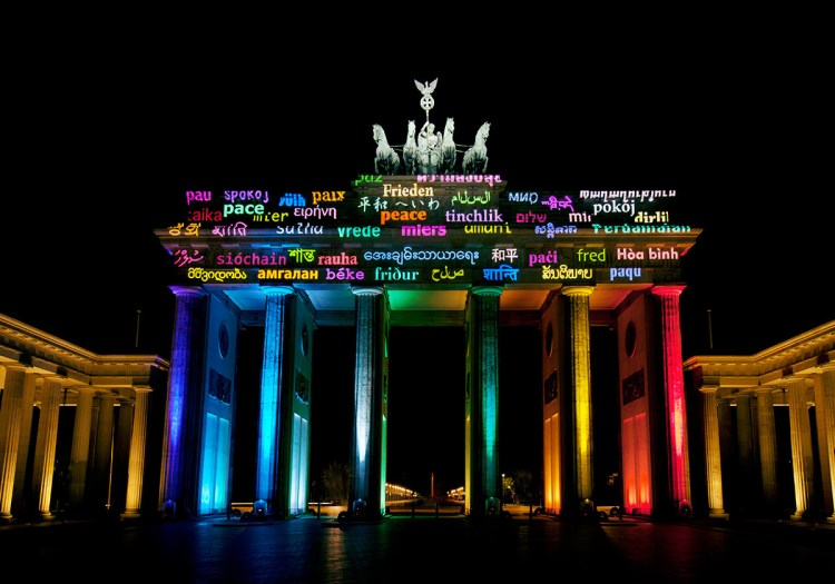 Light Message for Peace Brandenburg Gate, Berlin, Germany © Motoko Ishii Lighting Design