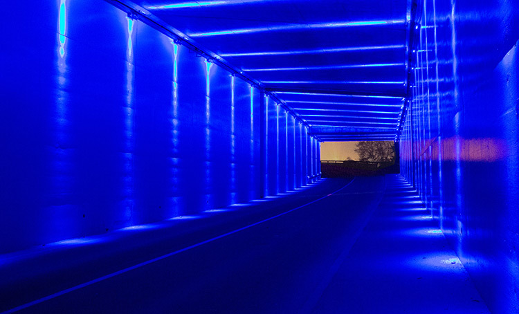 Passage chromatique, trémies Croix-Luizet, Villeurbanne, France - Concepteur lumière et photo : Sylvain Gadel, agence L'ITEC Lumière