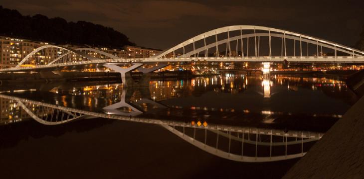 Pont Schuman, Lyon - Conception lumière LEA - Photo Zef LEA