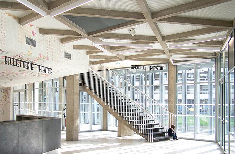 Hall d'entrée - Théâtre Novarina, Thonon-les-Bains, France © WIMM architectes