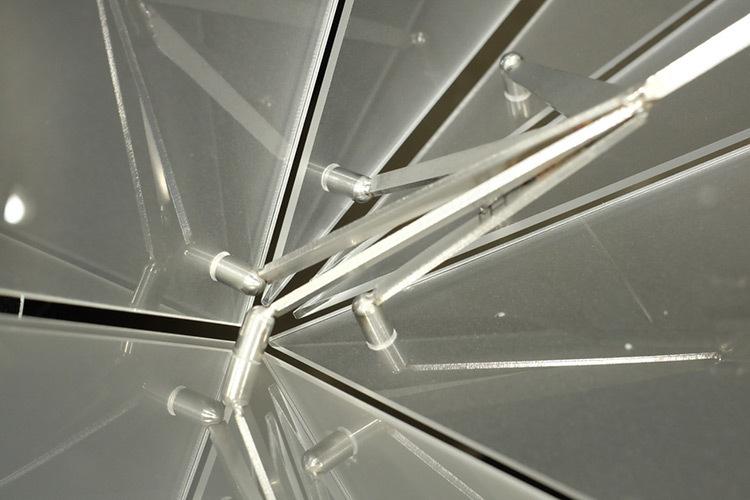 Lustre polyèdre, détail intérieur - Théâtre Novarina, Thonon-les-Bains, France © C3 Cube, Gaspard Lautrey