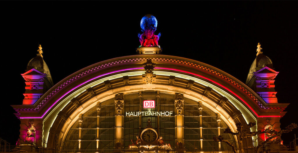 Luminale 2014 - Frankfurt central station main entrance facade by iGuzzini - Photo: Jochen Günther / Messe Frankfurt Exhibition GmbH