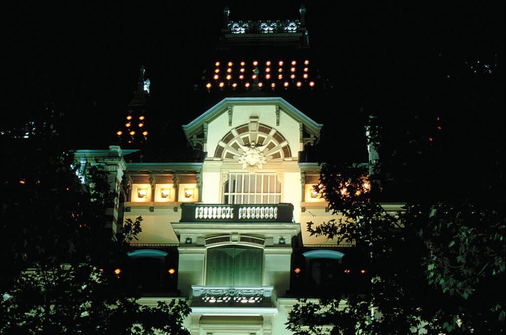 Château Lumière, Lyon, France - Concepteur lumière : Roland Jéol - Photo : Vincent Laganier